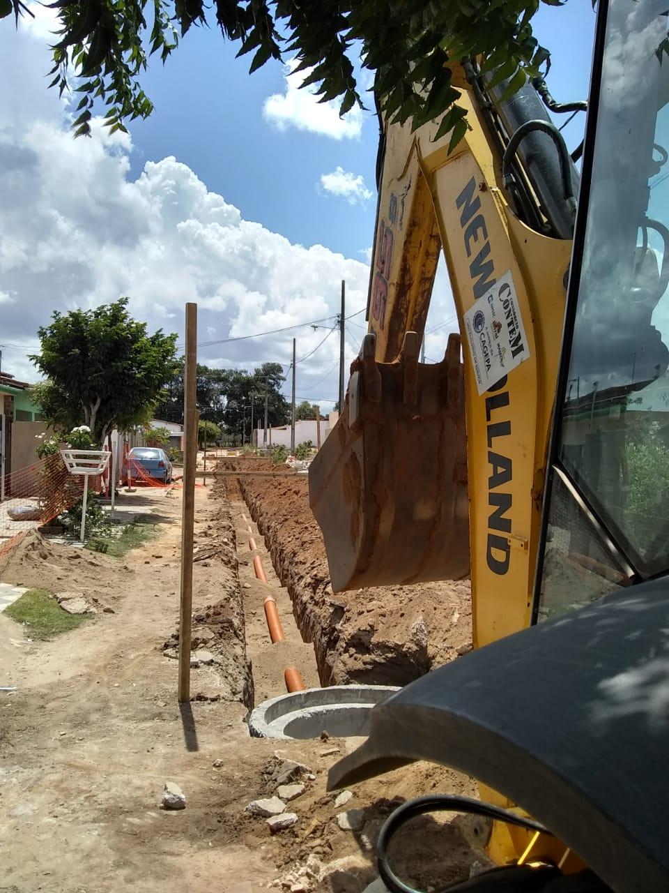 Após pedido do prefeito, CAGEPA implanta rede de esgoto na Rua Severino Felipe Nere