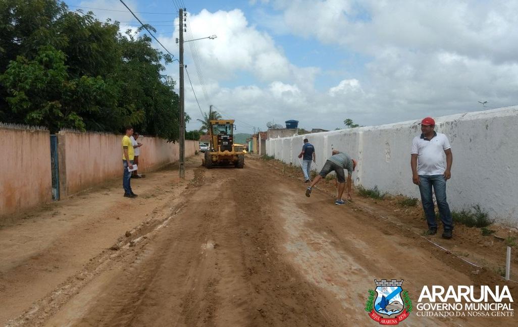 De Brasília, prefeito Vital Costa anuncia retomada da obra de pavimentação das ruas de Araruna