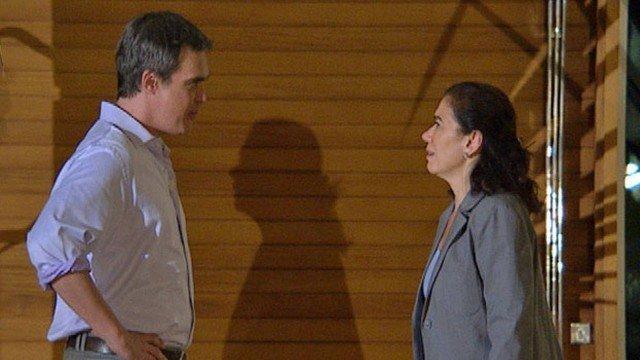 Em 'Fina estampa', Renê rompe com Griselda e a compara a Tereza Cristina