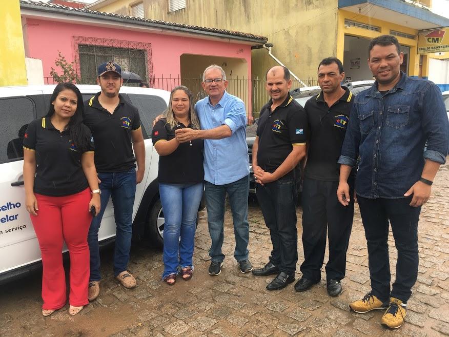 Prefeito Vital Costa entrega carro novo ao Conselho Tutelar de Araruna