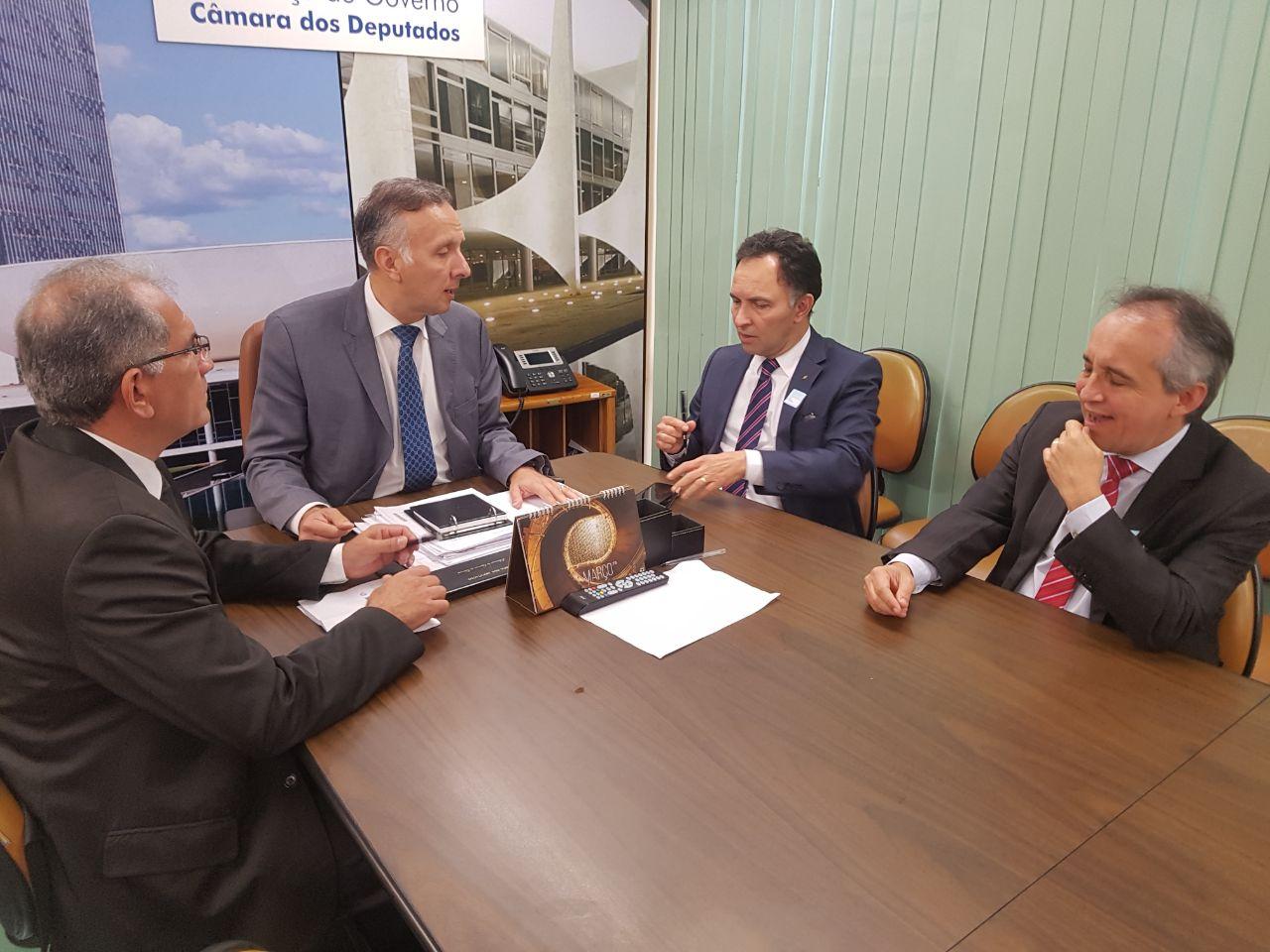 Prefeito Vital Costa se reúne em Brasília com vice-presidente de Governo do BB pautando o restabelecimento dos serviços da agência em Araruna