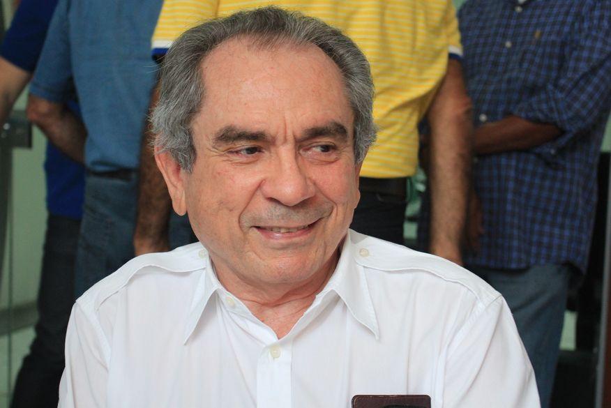 Raimundo Lira anuncia desistência de candidatura ao Senado