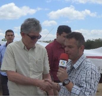 Ricardo Coutinho entrega adutora que leva água para mais de 10 mil pessoas