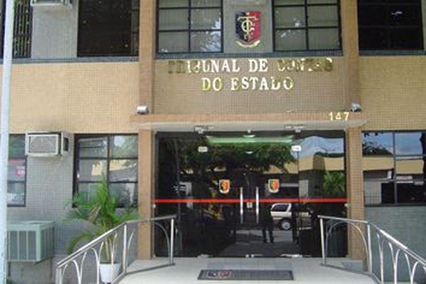 TCE multa Nelinho Costa, prefeito de Cacimba de Dentro, por excesso de contratos sem concurso público