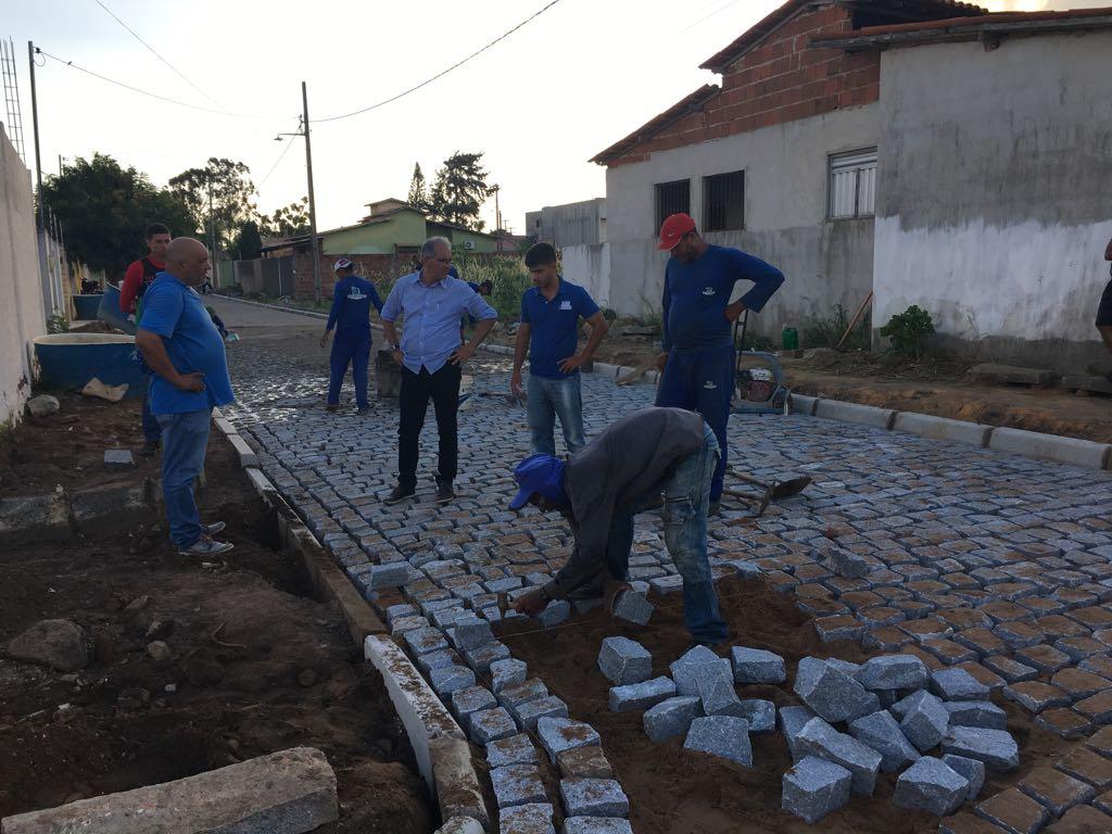 VÍDEO - Araruna tem mais uma rua pavimentada pela Prefeitura